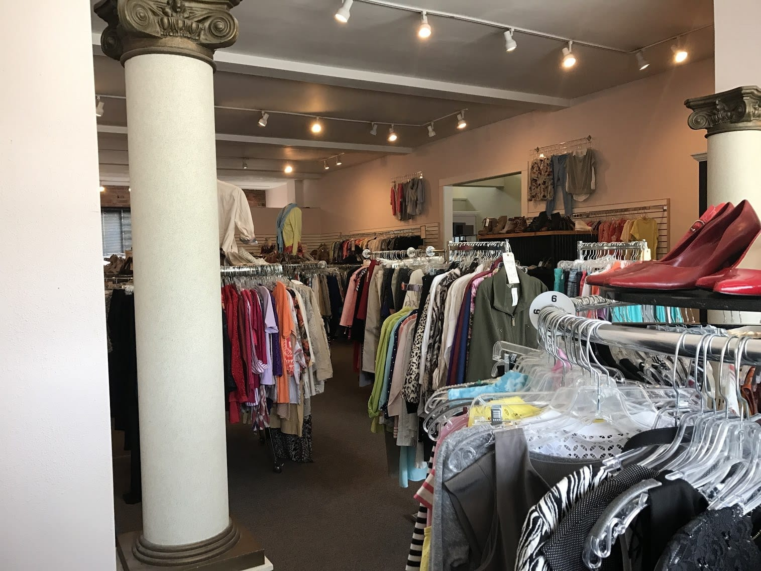 Shopping On A Budget A Guide To High End Consignment Shops In Columbus