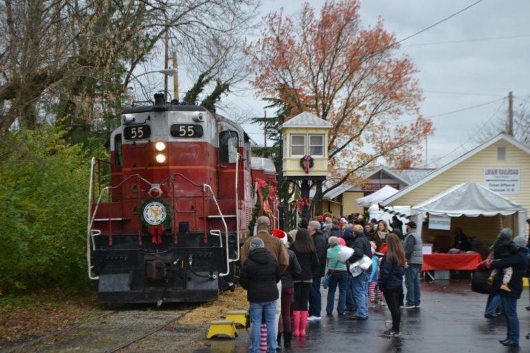 Four Fantastic Holiday Train Rides Around Ohio