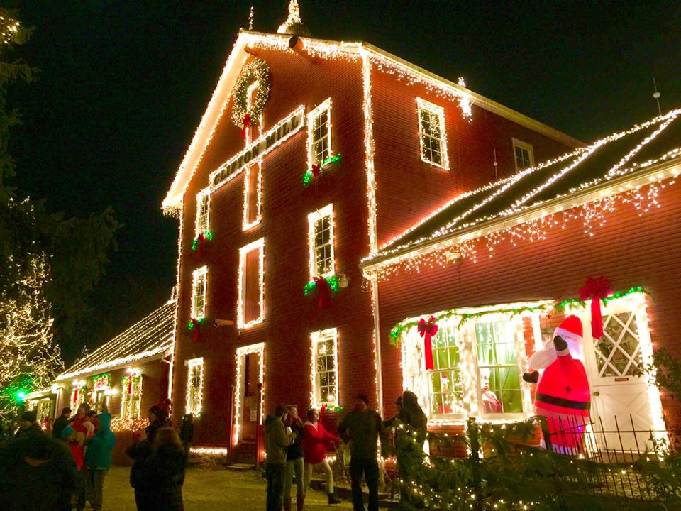 5 Magical Christmas Towns Villages In Ohio