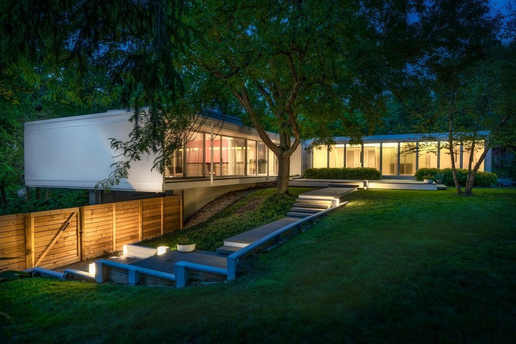 This Upper Arlington Ultra Modern House Is All About Letting The Natural Light In